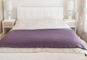 Sypialnia biało-fioletowa