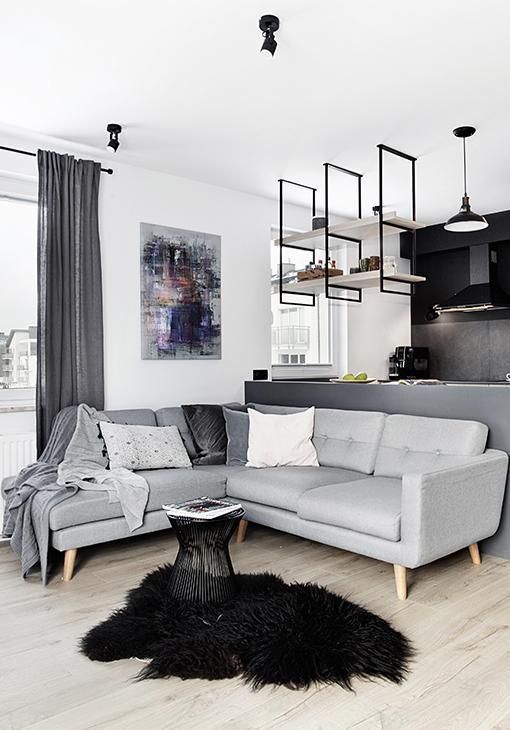 Salon z szarą sofą 2