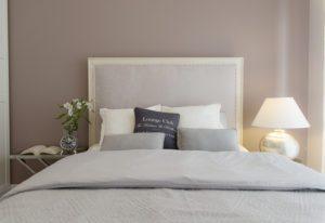 Sypialnia w szarej aranżacji