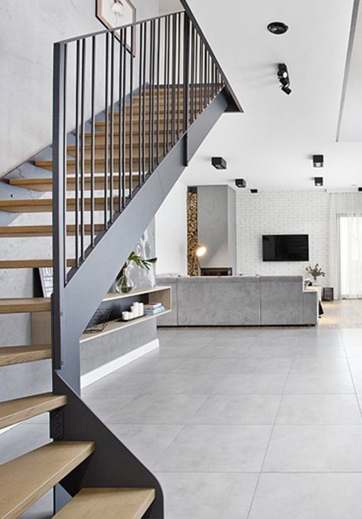 Nowoczesne schody w salonie